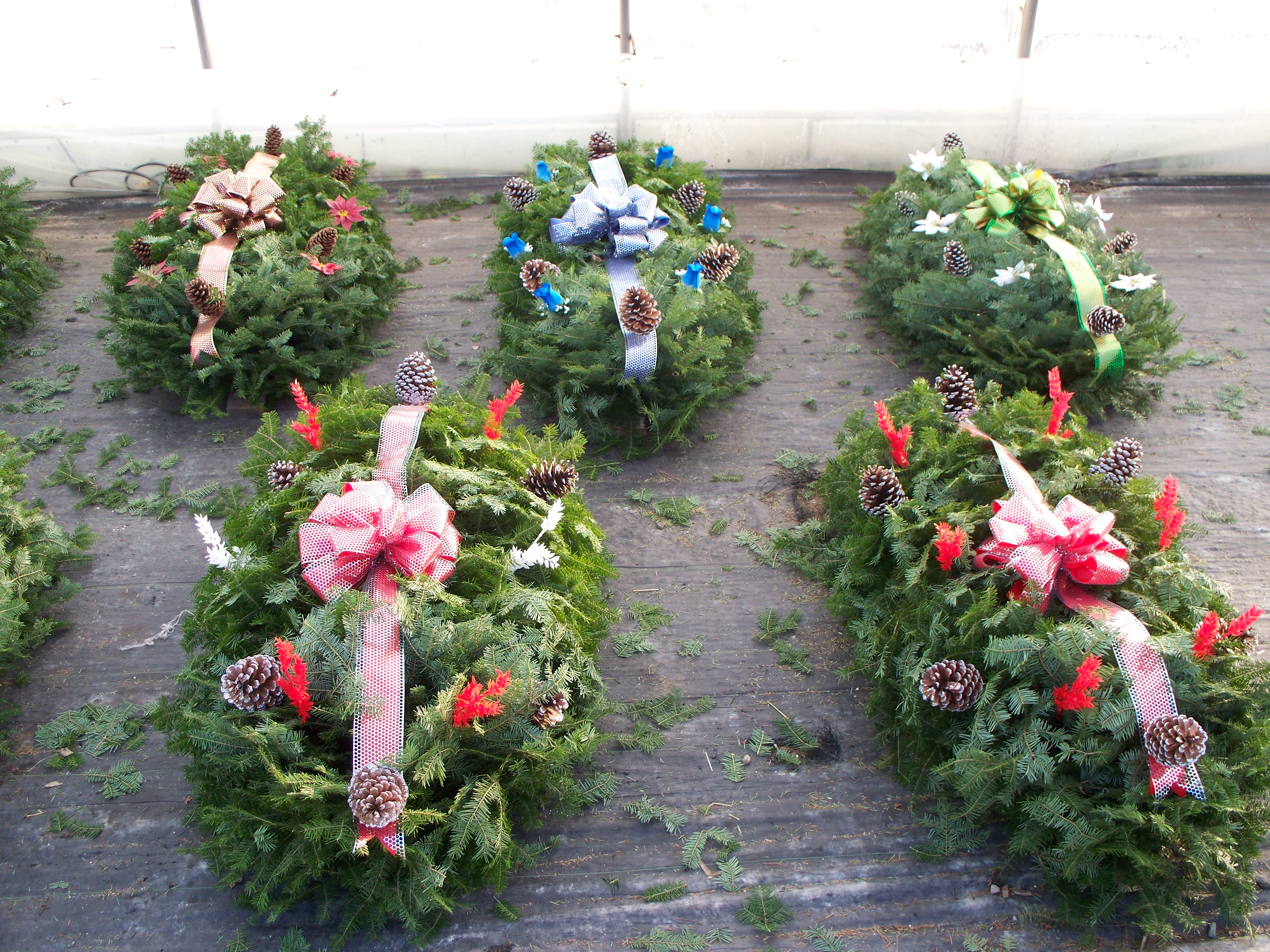 your outdoor oasis christmas decorations - Christmas Grave Decorations